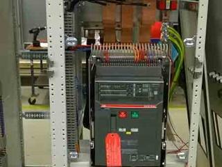 1600A_Circuit_breaker_2